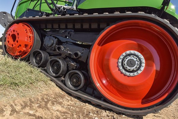 Tractors - Poised for a power shift - cpm magazine