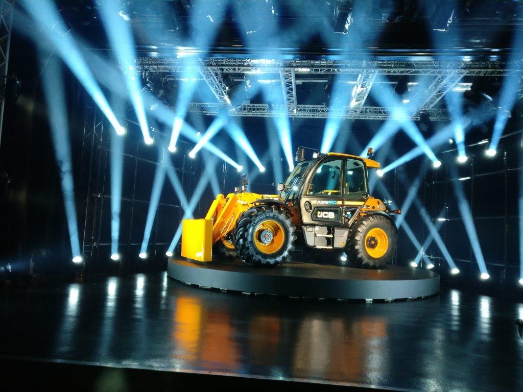 Telehandler launch - Cab comforts come first - cpm magazine