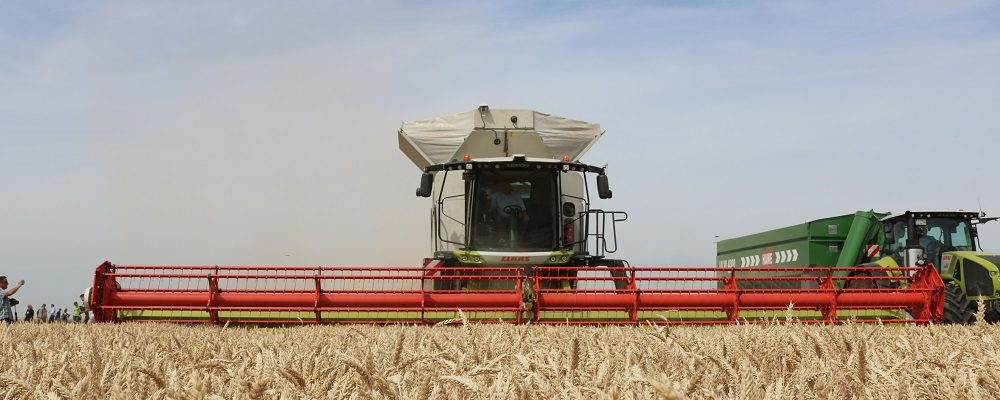 Product launch - Claas climb in combine might - cpm magazine